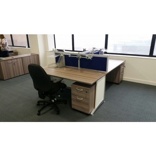 1600 WIDE DESK MOUNTED SCREEN WITH TOOL RAIL
